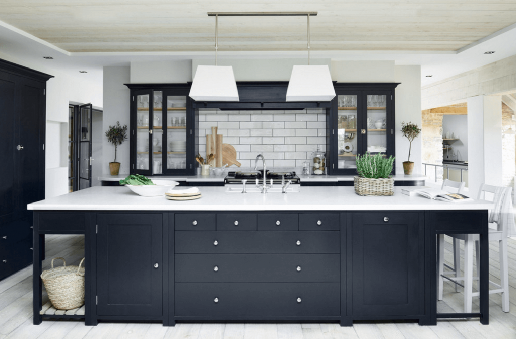 tasteful black kitchen cabinets
